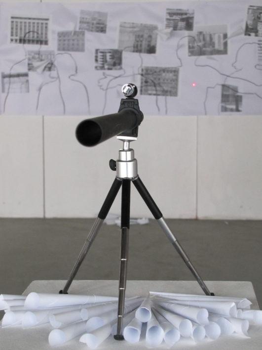 tinta-dimensiune-variabila-teava-plastic-tuberman-laser-trepied-cornete-hartie-avioane-hartie-print-alb-negru-desen-marker-pe-carton-300x100cm-2015