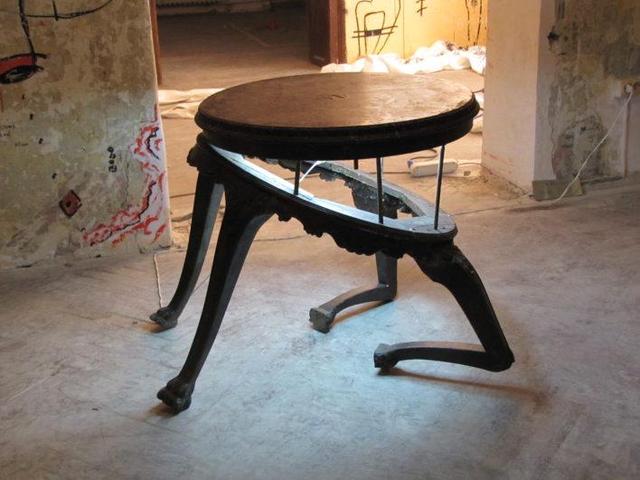 cu-respect-70x90x75cm-lemn-neon-2012